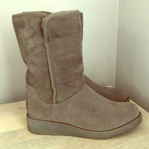 UGG Amie Grey Boot size 9